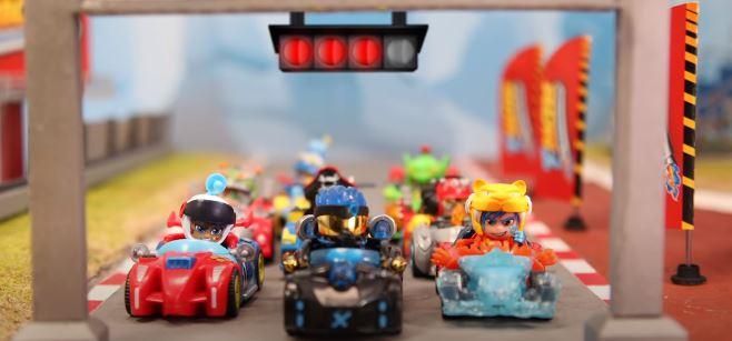 Cómo hacer el coche más poderoso de T-Racers