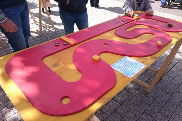 t-race circuito de carreras en una mesa
